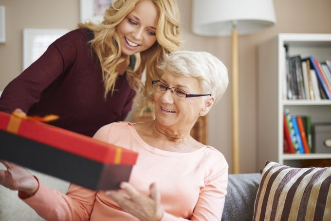 Что подарить бабушке на день рождения