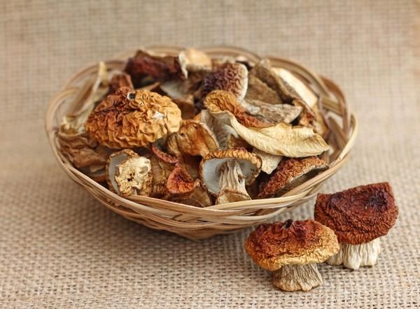 Их сухих грибов можно приготовить немало блюд