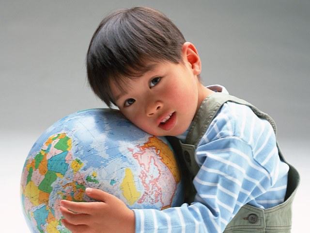 Цель социальной рекламы - напомнить человеку. что судьба мира в его руках