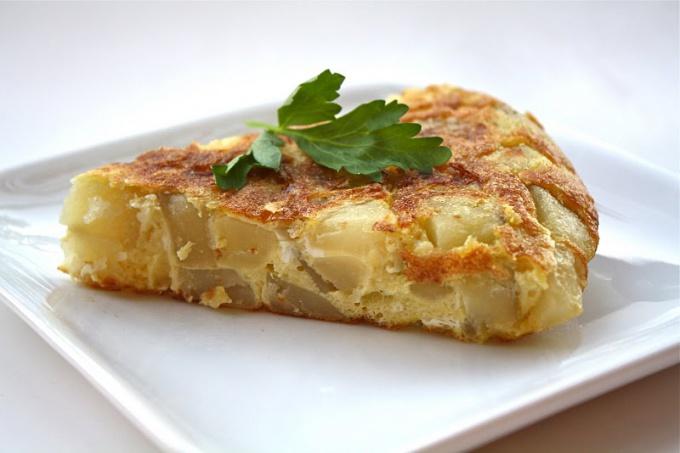 Яйца с картофелем - просто и сытно