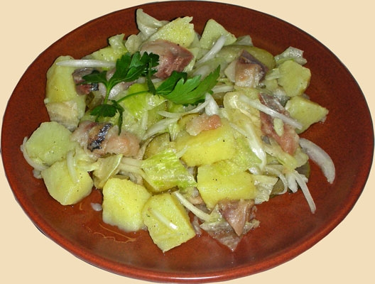 There is nothing easier salad from potatoes with herring