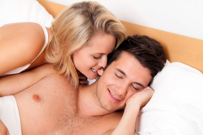Девчонки первый раз занимаются однополой любовью