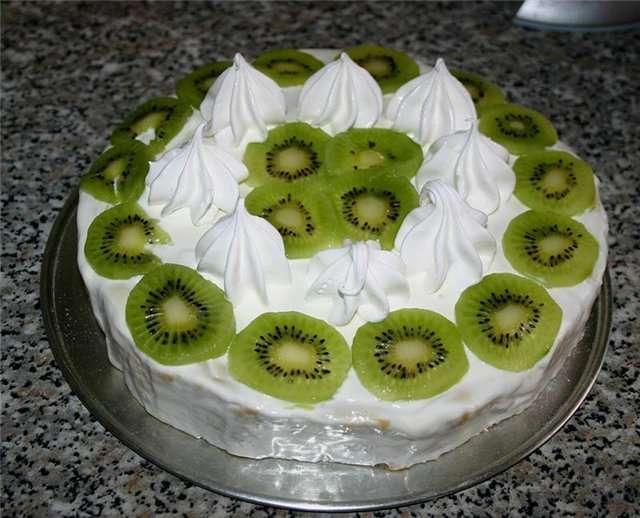 Торт с киви и грецкими орехами