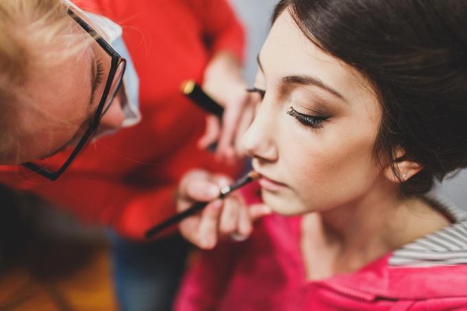 Стоит ли делать свадебный макияж самостоятельно