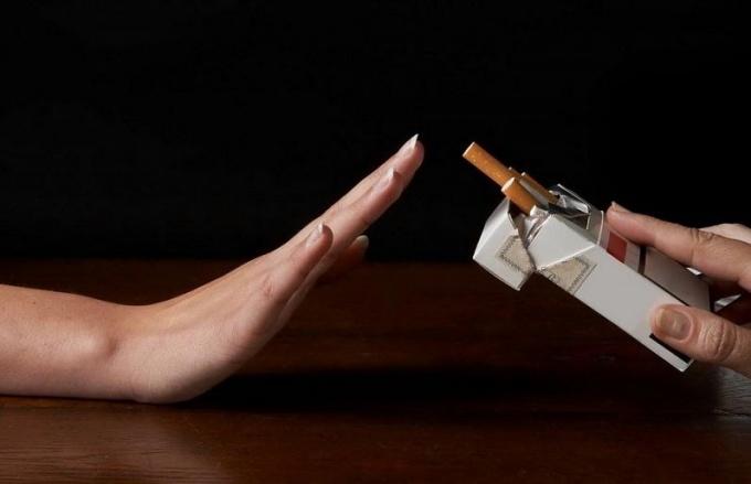 Как бросить курить женщине