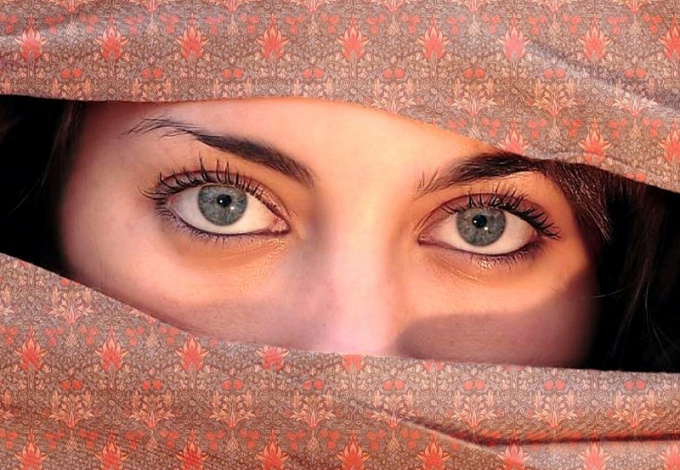 Совместимость по цвету глаз: что это такое