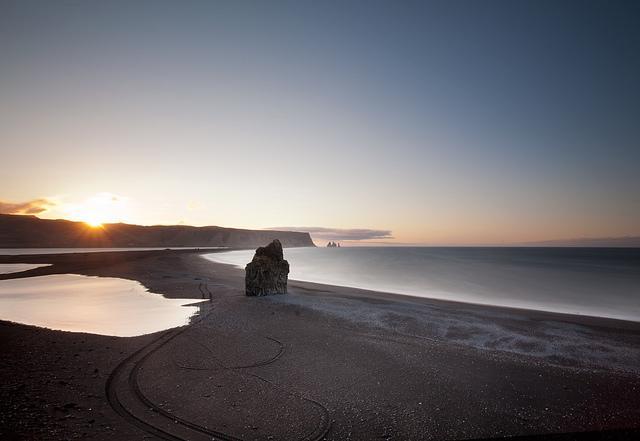 Рейнисфьяра: черный пляж Исландии