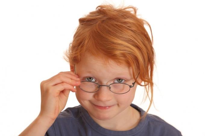 Детские очки должны быть безвредными и легкими