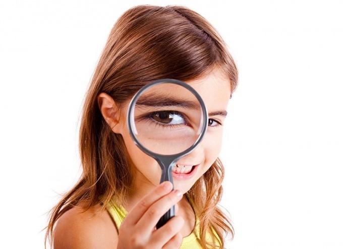 По некоторым данным, контактные линзы могут тормозить развитие миопии