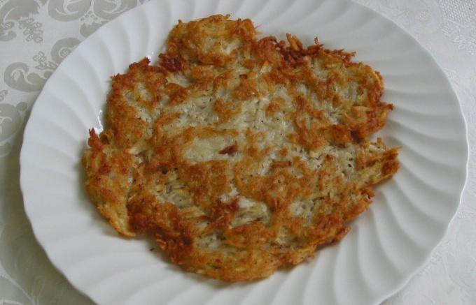 Как приготовить картофельные драники с салом и луком