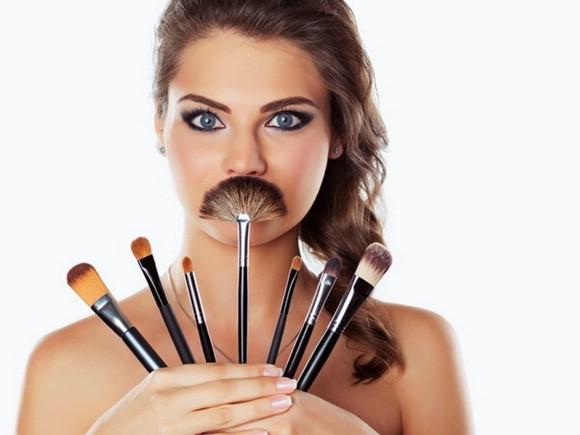 Qualitative budget analogues of luxury makeup brushes