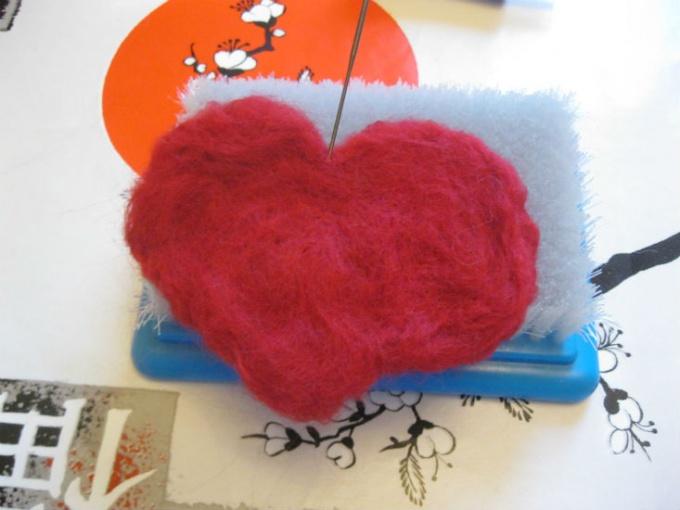 формируем сердечко из шерсти