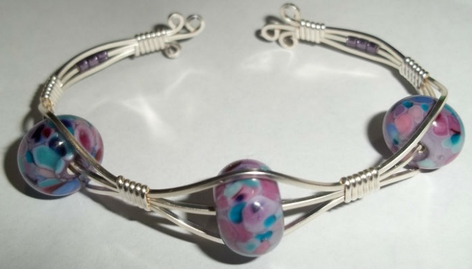 bracelet from wire and beads