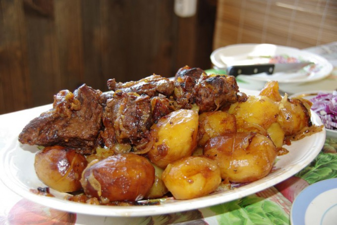 Баранья грудинка, тушенная с картофелем