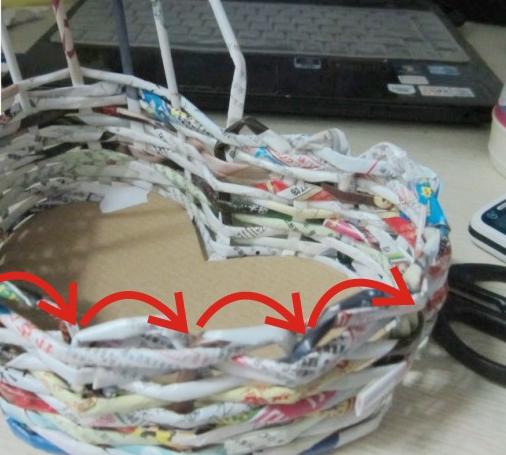 Как сделать корзинку-сердечко из журнальных трубочек :: как делать корзинки из газетных трубочек :: Hand-made