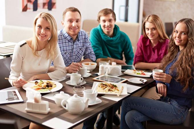 Как стать приятным собеседником: полезные советы