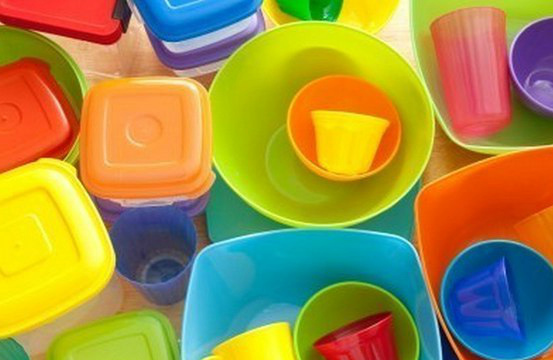 Как удалить неприятные запахи из пластиковой посуды