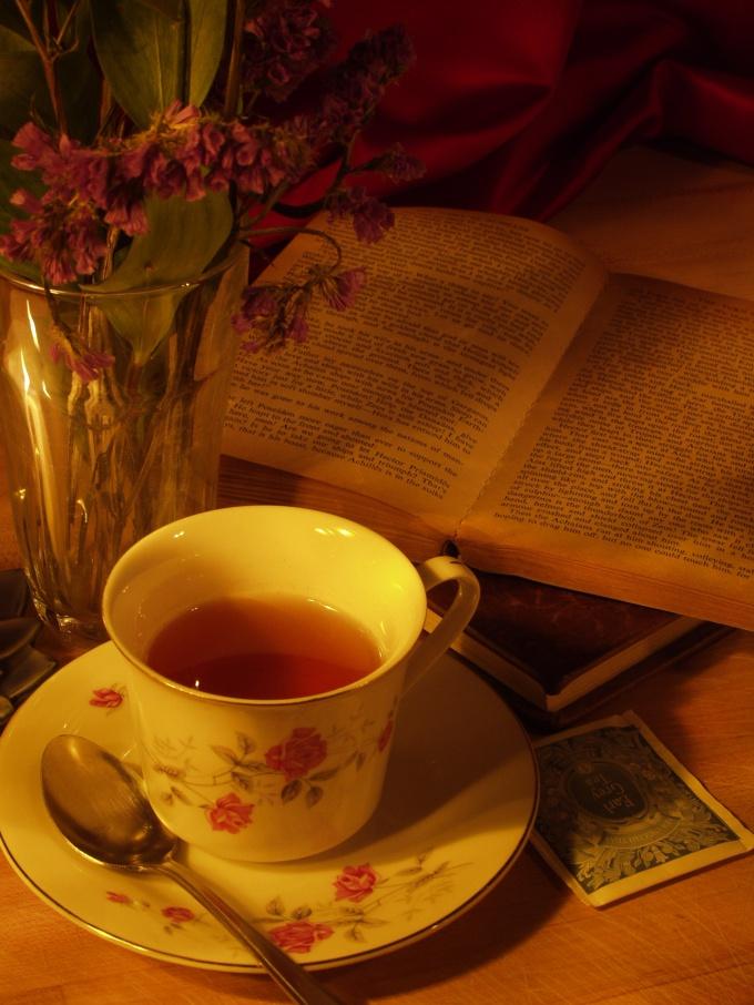 Ромашковый чай и любимая книга - лучшее лекарство от бессонницы