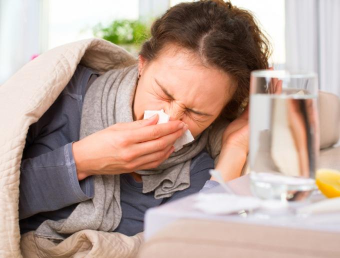 Какие средства выбрать при первых симптомах заболевания верхних дыхательных путей