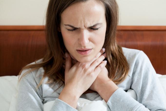 Почему возникает боль в горле: основные причины