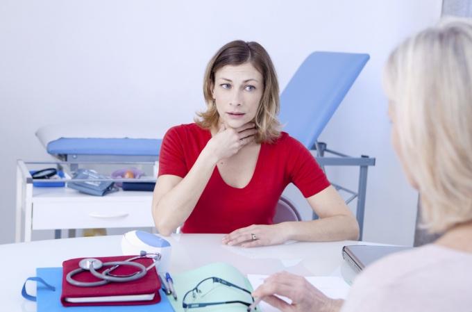 Почему нельзя игнорировать боль в горле: возможные осложнения