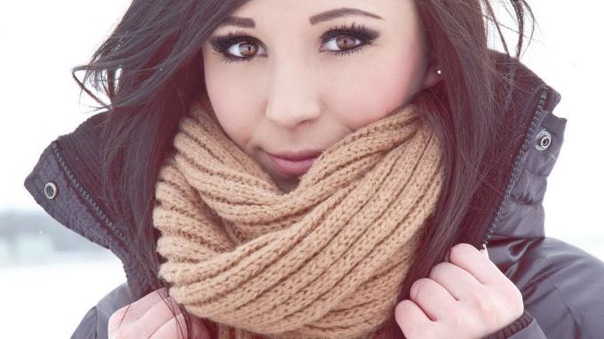 Узнайте, как завязать шарф или платок на шее разными способами