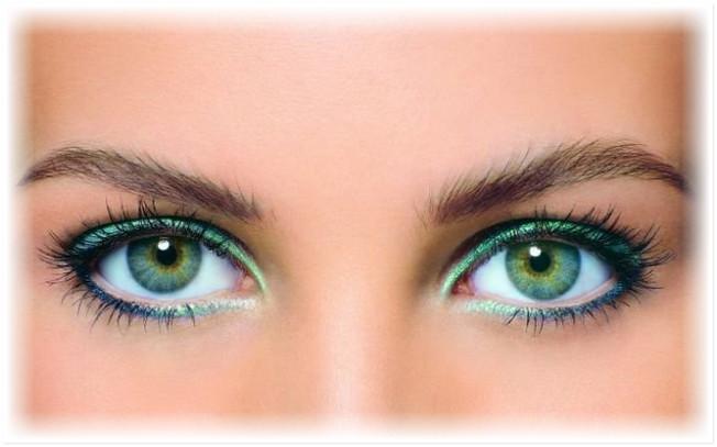 Как просто сделать яркий макияж