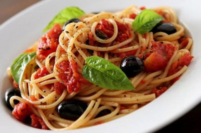 """Спагетти с курицей и соусом """"Маринара"""""""