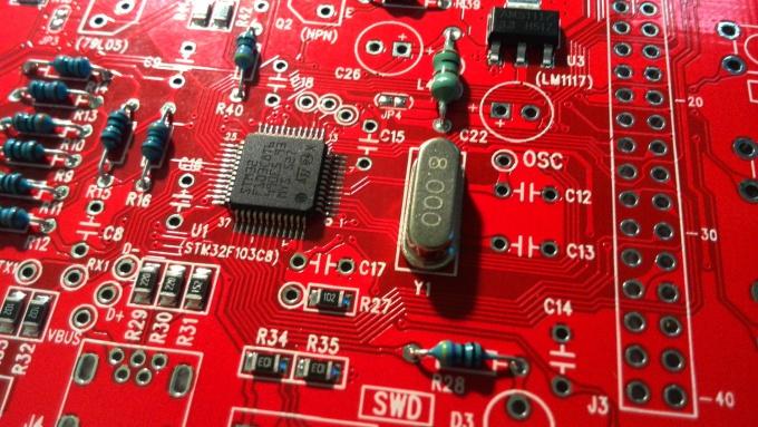 Пайка кварцевого резонатора на плату DSO138
