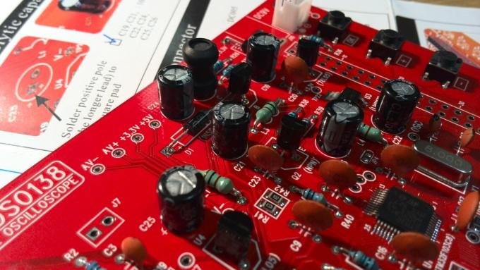Пайка электролитических конденсаторов на плату DSO138