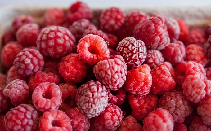 How long can you keep frozen berries