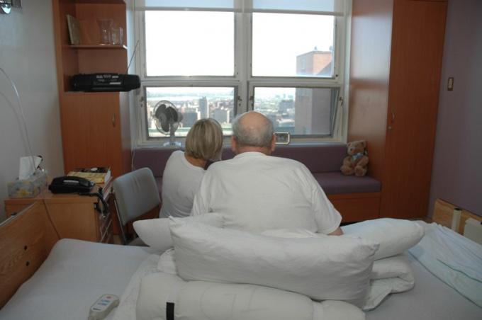 Окажите вашему тяжелобольному пациенту внимание