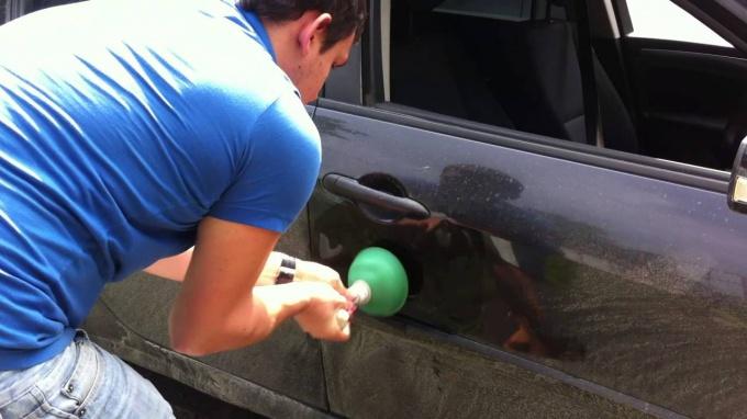 Как выпрямить вмятину на машине