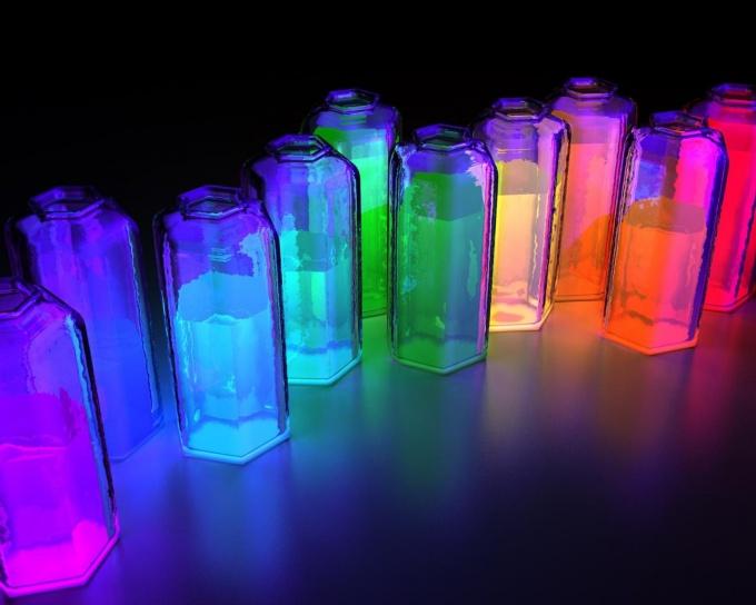 Попробуйте сделать светящуюся жидкость из подручных средств