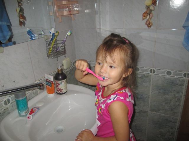 В четыре года ребенок должен уметь чистить зубы