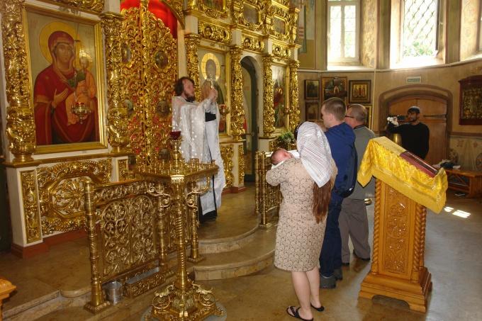 Когда совершается крещение в православных храмах