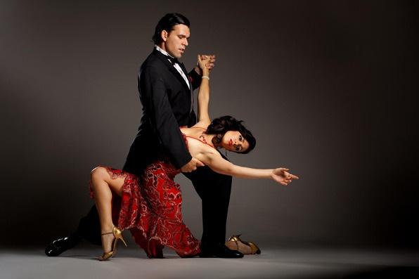 Как научиться мягкому ведению: бизнес и танго