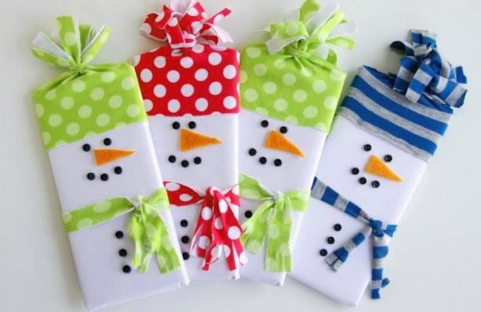 Два способа превратить шоколадку в новогоднего снеговика