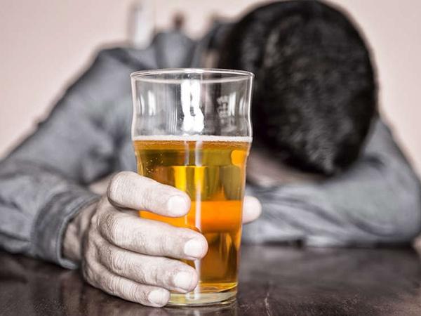 Признаки алкоголика: на что обратить внимание?