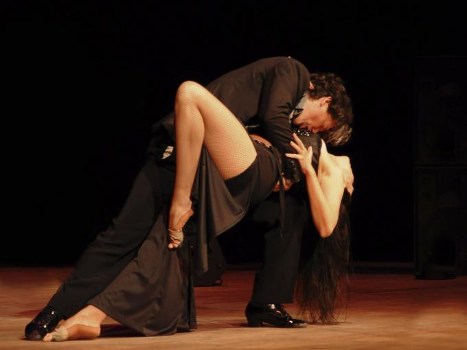 Секрет чувственных отношений: как обнимать любимого человека
