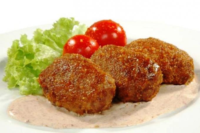 Как приготовить вкусные котлеты из куриных окорочков