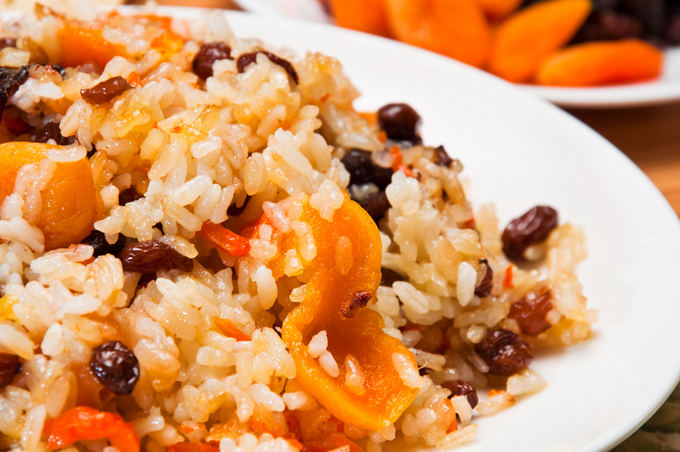 How to cook sweet pilaf with raisins and dried apricots