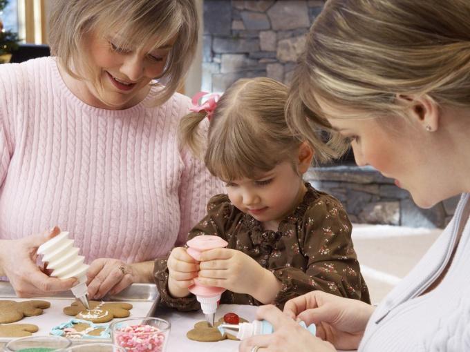 Как возродить семейные традиции
