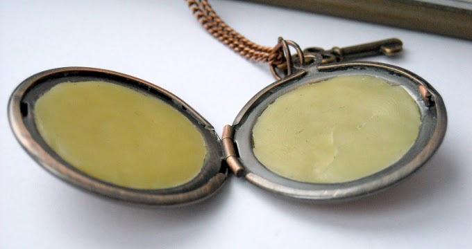 медальон с твердыми духами