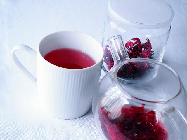 Чай из гибискуса окружен древней историей в мировой медицине