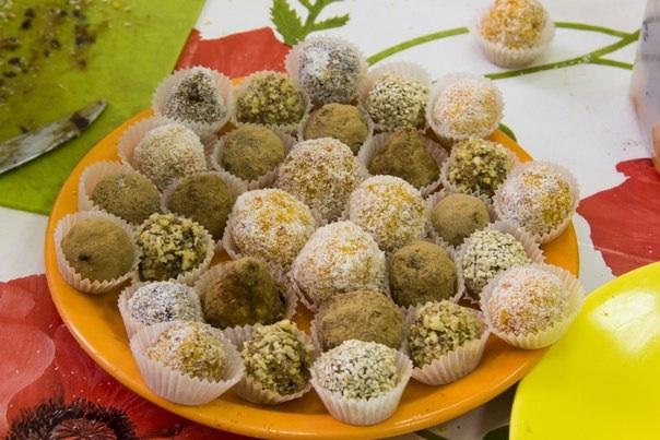 Готовим вкусные конфетки из фиников на 8 марта