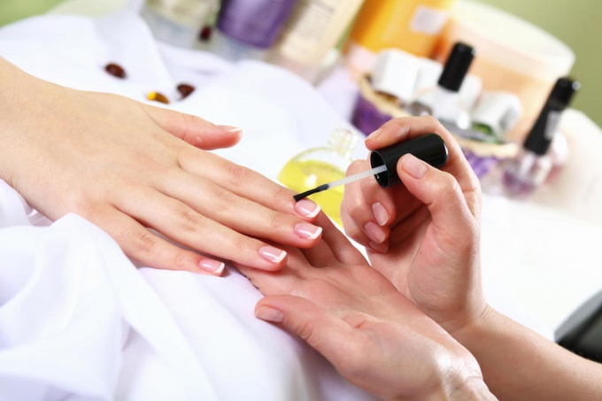 How to save on professional manicure
