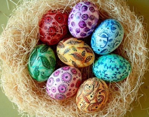 Делаем с детьми: как просто разукрасить яйца к пасхе?
