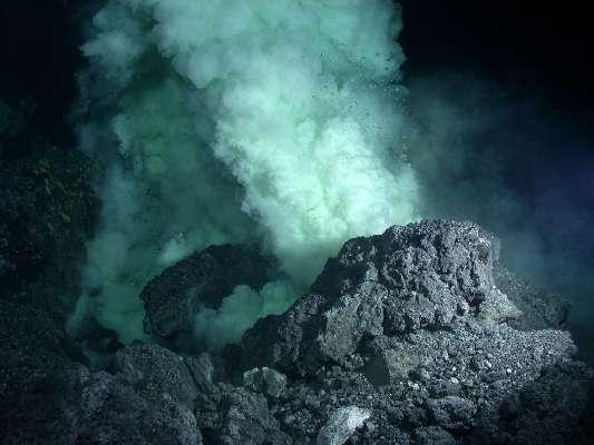Имитировать подводное извержение можно простым способом