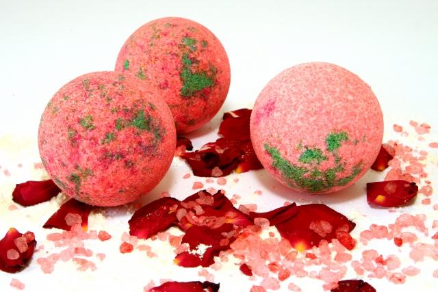 Красивые бурлящие шары для ванны можно сделать своими руками